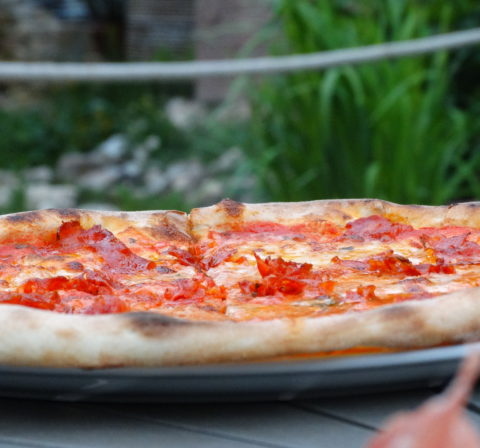 Pizza salame picante